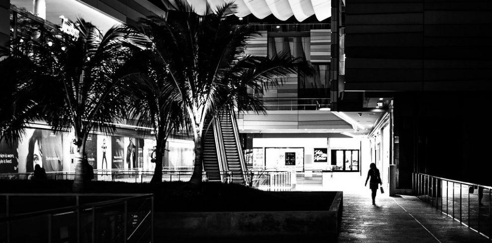 Shopping – Miami, Florida – Black and white street photography